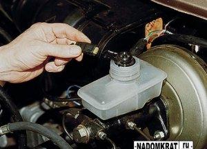Замена тормозной жидкости на ВАЗ 2114