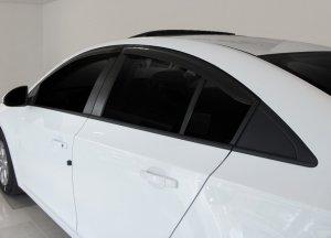 Дефлекторы на окна автомобиля: предназначение, виды, особенности установки
