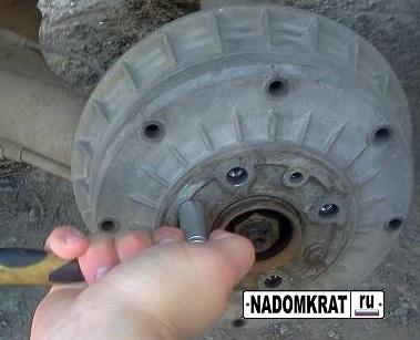 Замена задних тормозных колодок на ВАЗ 2114