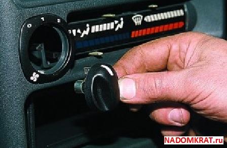Снятие рукоятки электрического вентилятора ВАЗ 2114
