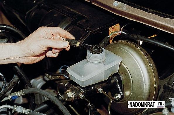 Замена тормозной жижкости ВАЗ 2114