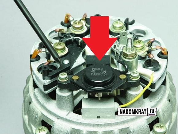 Расположение регулятора напряжения на ВАЗ 2114