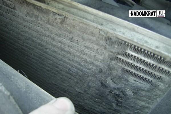 забитые соты радиатора охлаждения двигателя