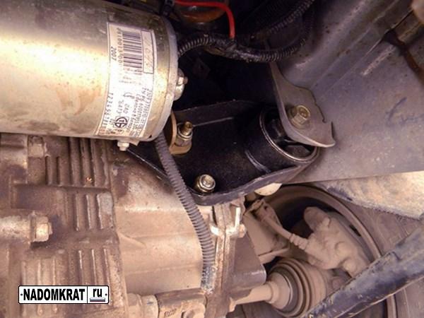 боковая опора двигателя ваз 2114